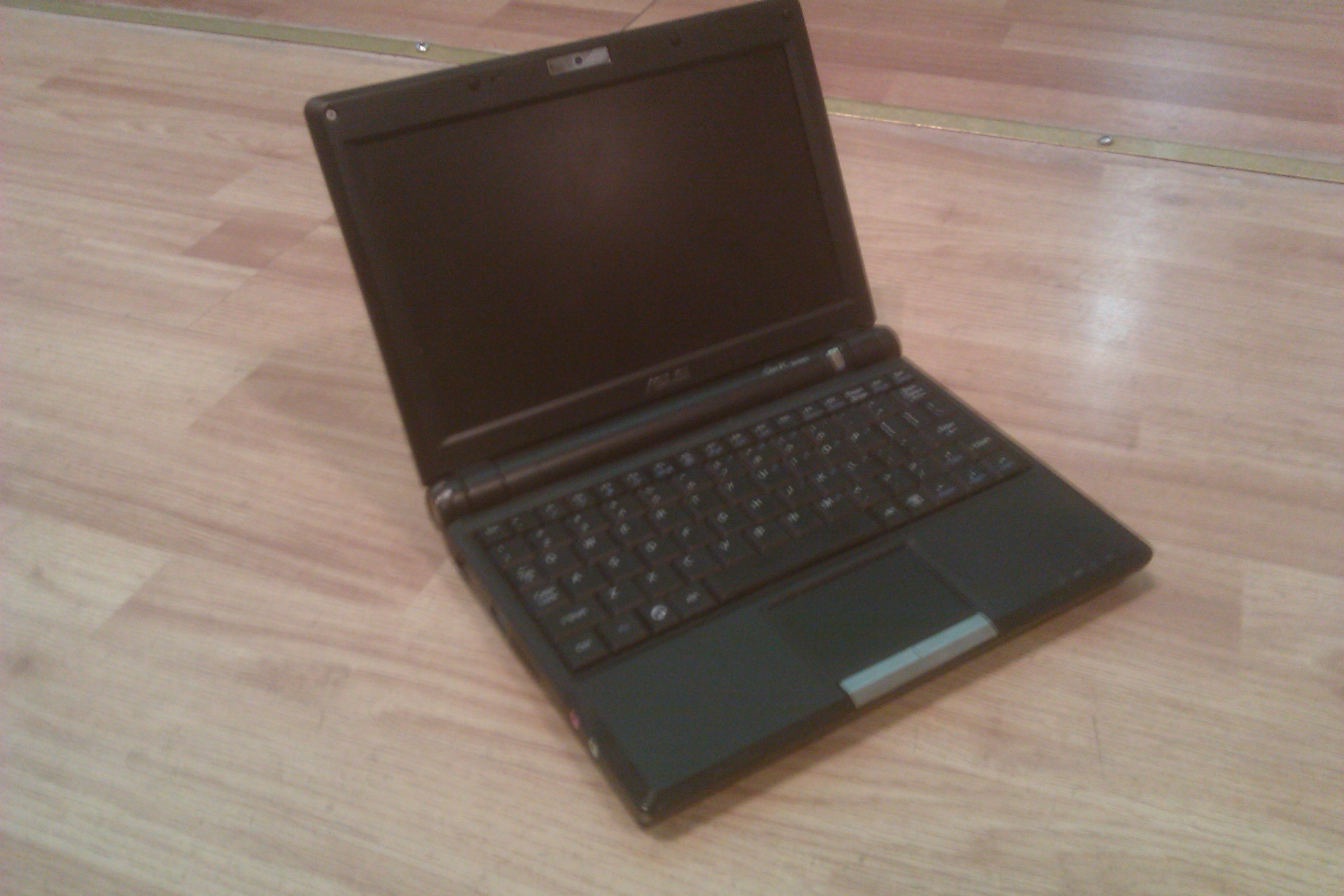 Asus EeePC ready for a laptop cleaning